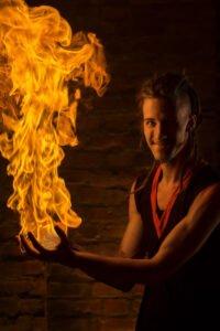 Pascal Wolfhagen - Feuershow Feuerkünstler Feuerspucker Feuerschlucker Hochzeitsfeuershow buchen