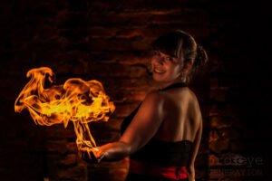 Louise Hampe - Feuershow Feuerkünstler Feuerspucker Feuerschlucker Hochzeitsfeuershow buchen