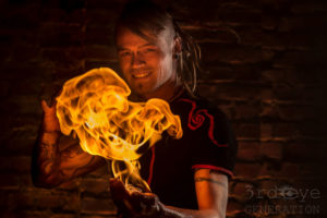 Steve Berude - Feuershow Feuerkünstler Feuerspucker Feuerschlucker Hochzeitsfeuershow buchen