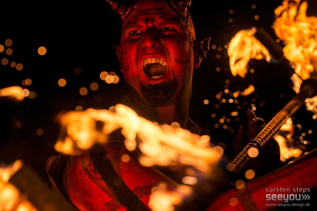 Fantasy-Feuershow Feuerkünstler Feuerspucker Feuerschlucker Hochzeitsfeuershow buchen