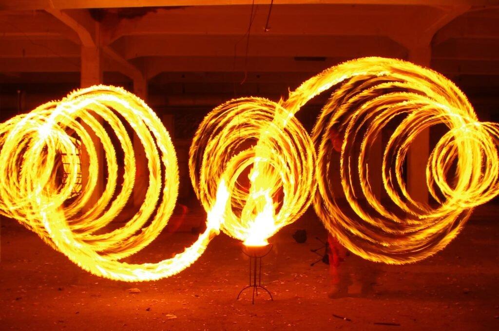 Feuerfotografie - Langzeitbelichtung Feuerkünstler Feuerspucker Feuerschlucker Hochzeitsfeuershow buchen