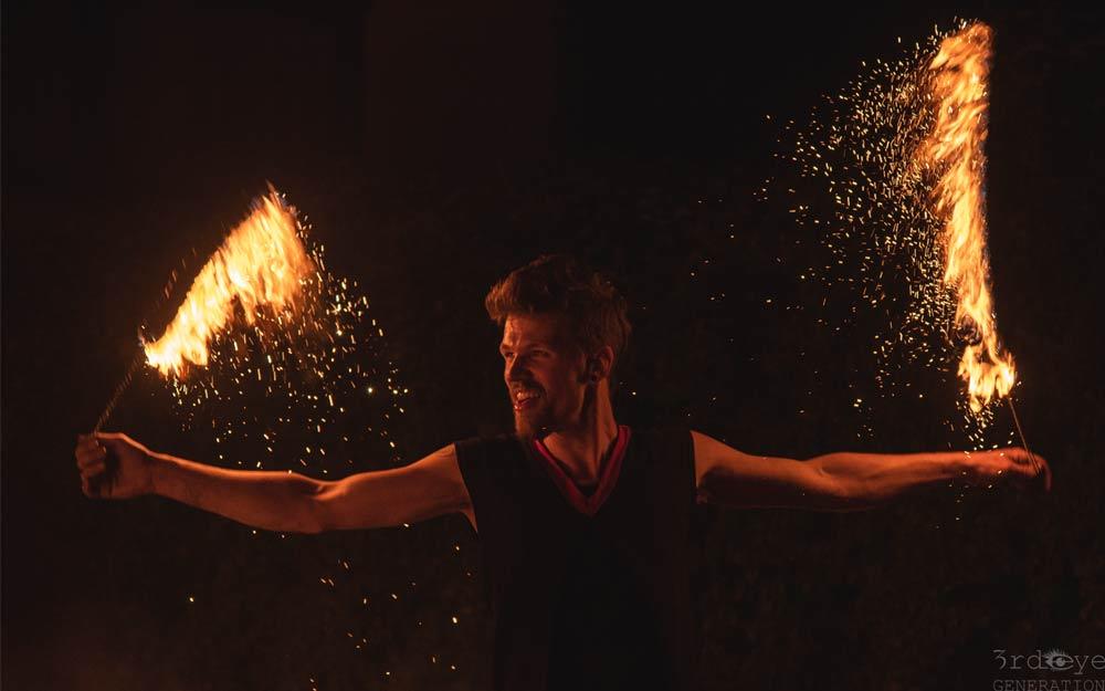 Feuershow Feuerkünstler Feuerspucker Feuerschlucker Hochzeitsfeuershow buchen
