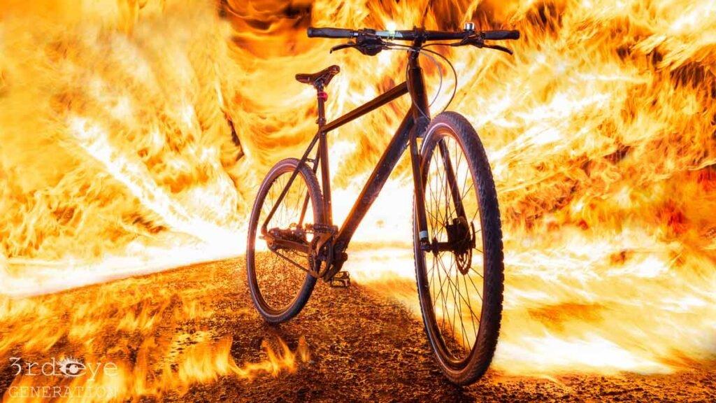 Fahrrad bei einer Feuershow