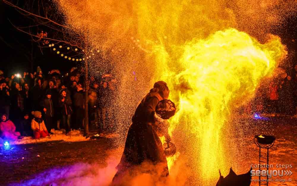 Feuerkünstler, Feuerspucker, Feuerartist in Deutschland, Feuertänzer, Feuershow