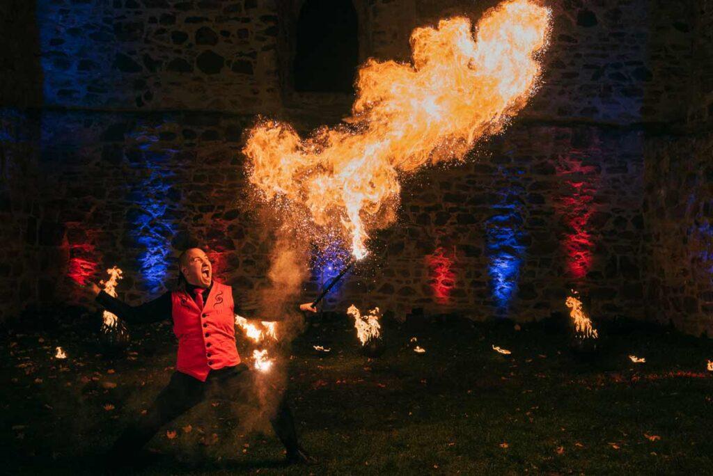 Die Feuershow mit Herz für Ihre Hochzeit